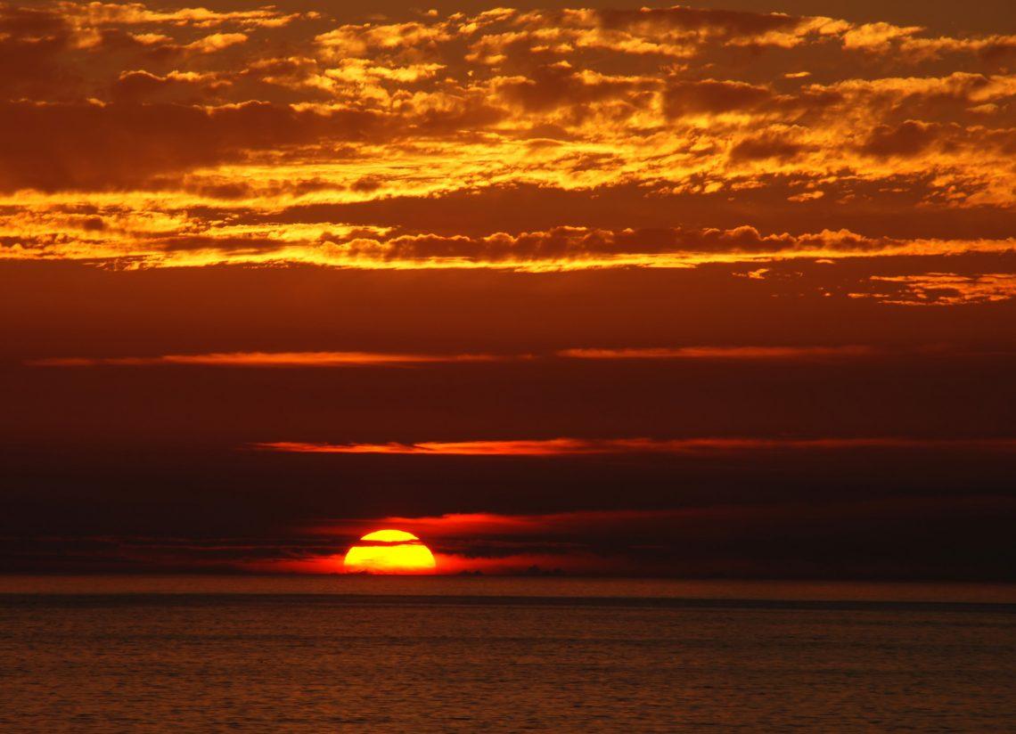 Sunset at Porto Covo, west coast of Portugal. Alvesgaspar / Wikimedia Commons