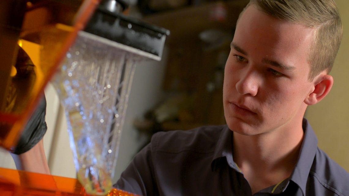 Kai Kloepfer aan het werk in zijn lab. Foto: BioFire